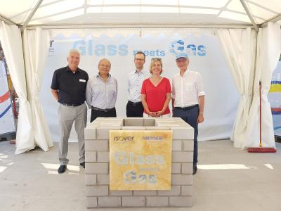 Assembled together the time capsule inside the foundation stone with a copy of the joint agreement, a daily newspaper and a complete Euro coin set: (from left) Hartmut Böse, Managing Director Messer Industriegase GmbH, Karl-Heinz Reuter, Plant Manager Saint-Gobain Isover G + H AG , Georg Schöberl, Managing Director of basi Schöberl GmbH & Co. KG, Stefanie Seiler, Mayor of Speyer and Stefan Messer, owner and CEO of Messer Group GmbH.