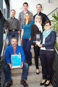 Das Arnold Cleancon Team nimmt den Industriepreis entgegen