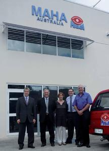 Personen von links nach rechts: Klaus Burger (Geschäftsführer MAHA), Rick Thurgood (Geschäftsführer MAHA Australia) mit Frau Rita, Bernhard Gött (MAHA Beteiligungsgesellschaften mbH) und Kevin Leonard (Service Manager MAHA Australia)