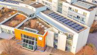 Das Technologie- und Gründerzentrum Ilmenau in unmittelbarer Nachbarschaft zur TU Ilmenau bietet technologieorientierten Existenzgründern hervorragende Bedingungen für den Start in die Selbstständigkeit. Foto: A. Röhr