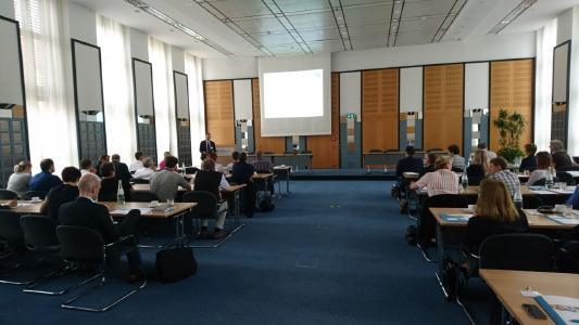 Zahlreiche Kunden und Interessenten aus Wirtschaft, Öffentlichem Dienst und Politik beim ersten HCM Fachforum der FIS in Berlin / Abb. FIS GmbH