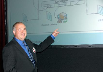 Markus Hufnagl, Geschäftsführer der österreichischen oxaion GmbH, präsentierte die erweiterte Versandabwicklung von oxaion.