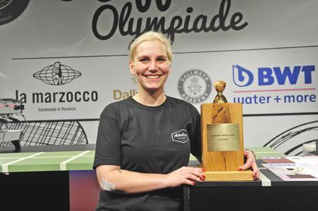 Glückliche Siegerin: Nach 2013 wurde Erna Tosberg aus Münster 2015 erneut Deutsche Barista-Meisterin.   Foto: GHM