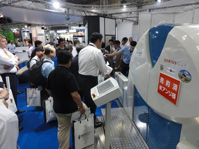 The Genius 52UV at the KBA-MetroPrint trade fair stand – live in Tokyo