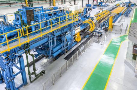 Mit der SMS-Schwermetall-Strangpresse (45 MN) fertigt WEM Zirkonium-Vorrohre