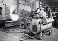1956 führt CLOOS die CO2-Schutzgasschweißtechnik ein