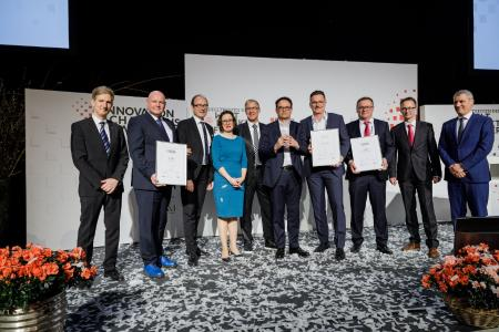 """TECNARO was awarded with the 2nd place of the """"Innovation Champions Award"""" 2020 at the summit of the world market leaders 2020 in the Carmen Würth Forum. Gala-dinner, presentation of the Innovation Champions Award by Dr. Walter Döring, Beat Balzli and Varinia Bernau Winner: Friedhelm Loh Foundation & Co. KG, 2nd place: TECNARO GmbH, 3rd place: RUD Ketten Rieger & Dietz GmbH & Co. KG. Summit of the world market leaders, Carmen Würth Forum, Künzelsau, 29.01.2020, Euroforum, Photo: Thorsten Jochim"""