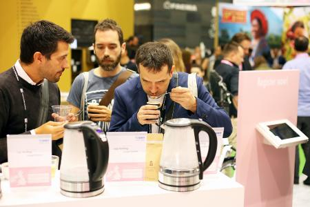 Das Cup-Tasting-Experiment von BWT water+more  /Foto: Marc O'Sullivan/BWT water+more
