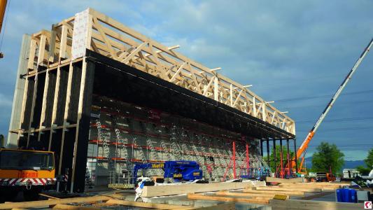 Die Hallen entstehen: 66 m Spannweite ohne Stützen in der Mitte (Bildnachweis: Messe Dornbirn GmbH)