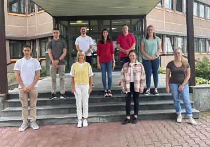 Diese neun Auszubildenden haben im August ihre Ausbildung in der trans-o-flex-Zentrale in Weinheim begonnen