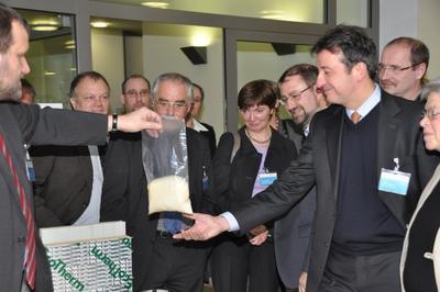 """[PDF] Pressemitteilung: Erfolgreiches 5. NMN Symposium setzt Zeichen im Zielfeld """"Material- und Prozessinnovationen zur Steigerung der Energieeffizienz"""""""