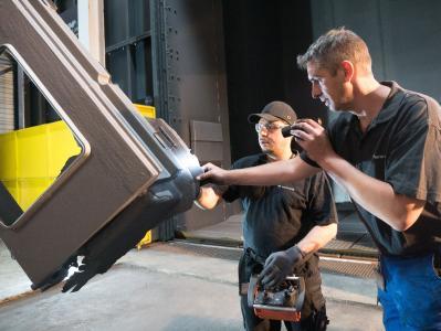 Die neue Strahlanlage bringt für die Kunden von Kurtz Ersa eine kürzere Durchlaufzeit bei verbesserter Oberflächenqualität mit sich (Foto: Kurtz Ersa)