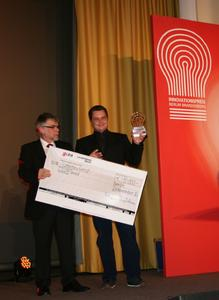 Prof. Dr. Dietmar Lerche (left) and Uwe Rietz (both LUM GmbH) during the award ceremony in Berlin on 23 November 2012.