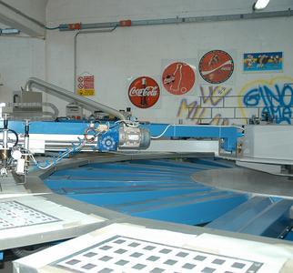 Die Genius 52UV ergänzt bei Pubbliseri eine Sechsfarben-Siebdruckmaschine in Karussell-Bauweise