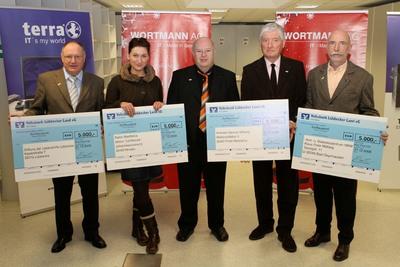 Siegbert Wortmann übergibt 20.000 Euro Weihnachtsspende