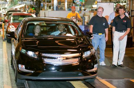 Präsident Barack Obama fährt das Elektrofahrzeug Chevrolet Volt im General Motors-Montagewerk in Detroit-Hamtramck vom Band / Photo: John F. Martin für Chevrolet