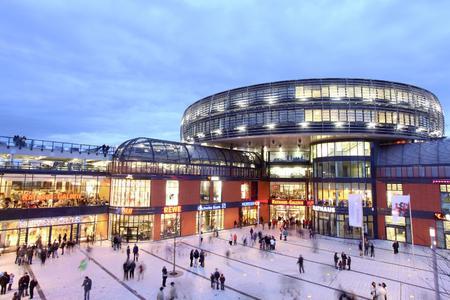 Die Prinzing Elektrotechnik GmbH ist spezialisiert auf Elektroinstallation und Gebäudeautomation. Im Bild die Rathausgalerie in Leverkusen.