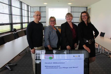 Informierten über die Vereinbarkeit von Pflege und Beruf Jürgen Grote (Pflegeberater krz), Doris Dreimann-Kehde, Anja Düvel-Wedek und Andrea Giese / Foto: krz