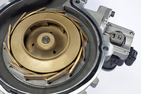 Vollvariable Kühlmittelpumpe für Nutzfahrzeuge