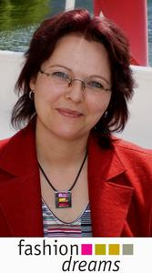Shopbetreiberin Gabriele Stranka freut sich über den Gewinn des plentyMarkets Shopsystems