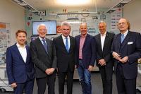 NRW-Minister Prof. Andreas Pinkwart, Frank Rock (MdL) im Gespräch mit der Geschäftführung der Lucas-Nülle GmbH