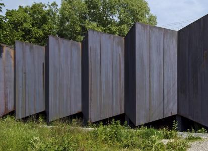 Der Musikprobensaal in Thannhausen zwei Jahre bach Erstellung – das blanke Kupfer ist in ein dunkles Braun übergegangen. Foto. E. Matthäus_ hindlschineis_architekten