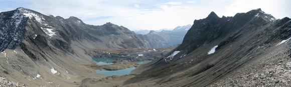 Panoramic view of the Muttsee from the north during the dam wall construction phase. Left: Ruchi and Muttenstock; right: Nüschenstock and Rüchi