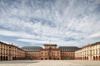 Schloss_frontal_Norbert Bach retusch.jpg