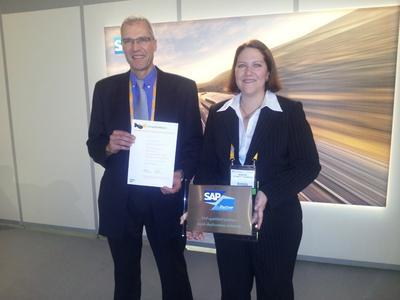 Während der SAPPHIRE NOW 2012 nahm die SAP Partnermanagerin der inconso AG, Marion Schmitt-Hennrich, die Zertifikate für die SAP-qualifizierten Implementierungsservices für SAP Extended Warehouse Management rapid-deployment von inconso entgegen