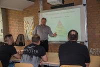 Georg Przybylski macht einen praxisorientierten Unterricht. Er fordert und fördert seine Teilnehmer, Foto: Zimmermann