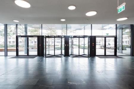 Tor zum Campus (Bild: GEZE GmbH)