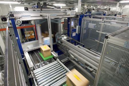 Hochdynamische, filialgerechte Kommissionierung von Tiefkühlprodukten bei minus 28 Grad Celsius. Foto: WITRON