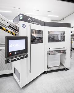 Einfache Steuerung  der energieeffizienten und kompakten Aufbau der Maschine bei Herzog Mineralbrunnen