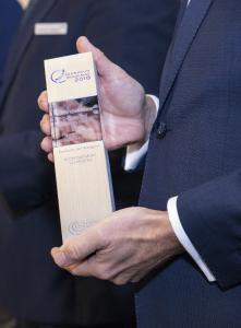 Hochwertige Pokale für die Gewinner des Telematik Awards.