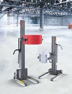 Links Impact 130-3, rechts INOX 90-3, jeweils mit dem elektrischen Greifwerkzeug QC3 für Fässer und Packmittel bis 60 kg