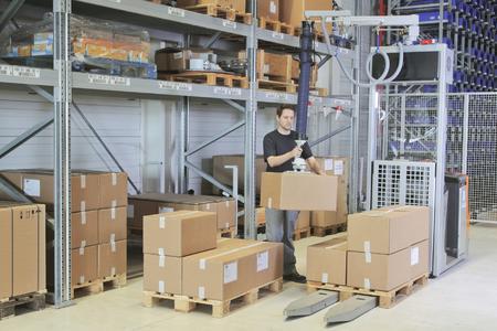 STILL CX-S 16 Ergopick im Einsatz - Umpacken von Lasten mit dem Vakuumheber