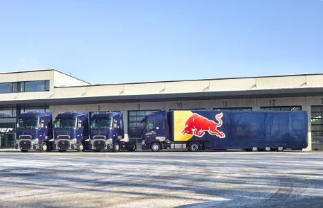 drei weitere renault trucks t f r red bull volvo group trucks central europe gmbh. Black Bedroom Furniture Sets. Home Design Ideas