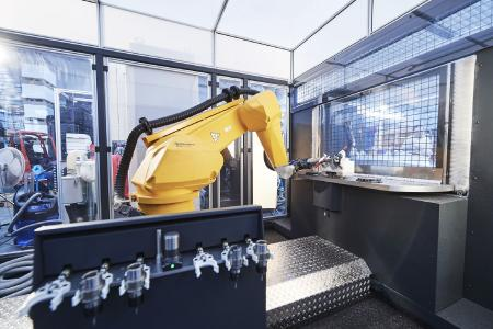 C 0 Robot and tool changer form a single unit.