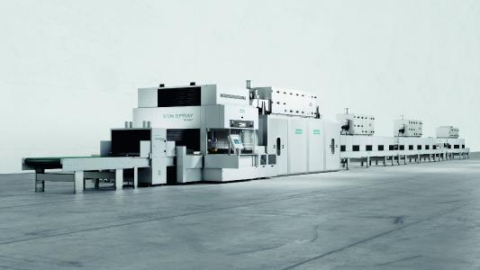 The modern production line for coating surfaces, made up of eight individual machines, can be adapted flexible to requirements at any time.