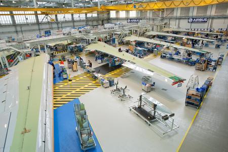 Airbus Produktion in Bremen, wo komplett ausgestattete Flügel und Landeklappen-/Flügelklappen-Systeme entstehen für die Endmontage in Hamburg und Toulouse. Foto: Airbus Group