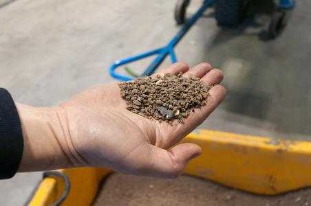 Das Herstellungsverfahren für den in der Gießerei nötigen Formsand wurde so stark verbessert, dass eine identische Zahl an Mitarbeitern jetzt ein Viertel mehr Gussteile als noch vor drei Jahren produzieren kann (Bild: TEKA)