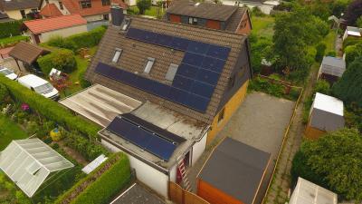 04 Luftbild der fertig installierten Photovoltaik mit Umgebung ©Powertrust / Herausgeber: Powertrust GmbH aus Bremen