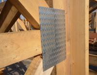 Nagelplatten sorgen an statisch relevanten Knotenpunkten für die sichere Verbindung von Holzstäben. Foto: Achim Dathe für MiTek Industries/GIN, Ostfildern; www.nagelplatten.de