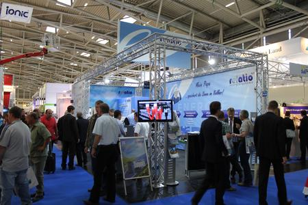 Reges Interesse auf dem relatio Messestand (Intersolar Europe 2012)
