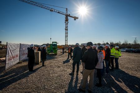 Circa 45 Gäste nahmen an der Veranstaltung auf dem Baugelände teil / Bildquelle: MOKATI Fotos und Film OHG