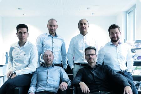 Bild 1: Die Tebis-Schulungsleiter und Consultants. Von links nach rechts obere Reihe:Tiago Ferreira, Jens Lüdtke (Leitung), Burak Beklenoglu, Tomek Kawala; von links nach rechts untere Reihe: Markus Rausch,, Julian Odeh