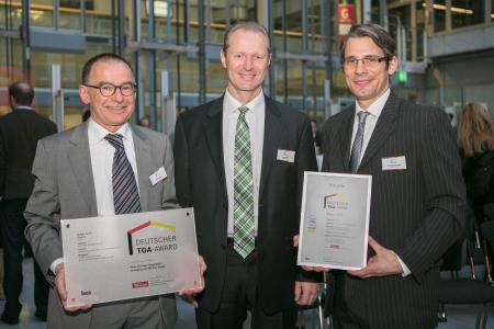 (from the left): Klaus Rauer (Rauer Planung), Dr Armin Walz (BITZER) and Christian Bressel (Rauer Planung) couldn't be happier about winning the DEUTSCHER TGA-AWARD in the New Building category