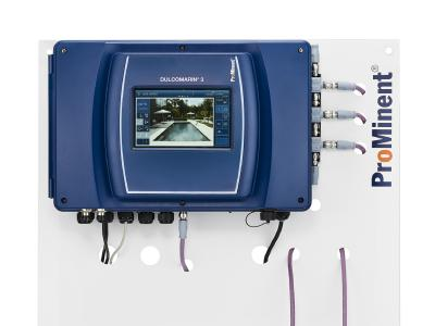 DULCOMARIN® 3 with touch display for simple operation with intuitive menu navigation and interactive design and commissioning wizard, which can also be operated via a web browser. Access to all functions from any internet-compatible device. Simple calibration of the connected sensors with video support.