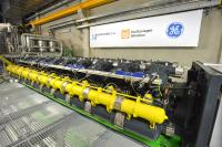 The final installation of the 20 Jenbacher FleXtra gas engines in the engine cells is another milestone for Kiel'reliable, sustainable and efficient heating supply. (photo: Stadtwerke Kiel AG)