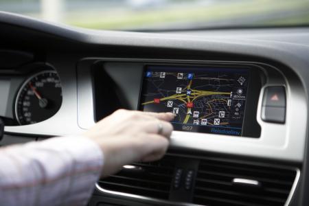 Besser Finger weg vom Touchscreen. In der Vollkasko gab es in 2017 steigende Kosten bei Schäden, die durch mangelnde Fahrzeugkontrolle verursacht wurden